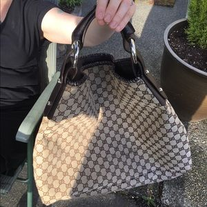 Authentic Gucci shoulder bag serial 114900 159847